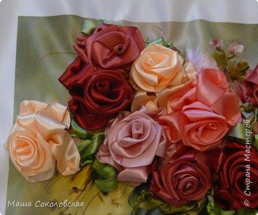 """Привет друзья! Сегодня я к Вам с новой моей вышивкой лентами """"Чаепитие с розами"""". Название придумала моя подруга, т.к. я никак не могла с этим справится))), если учесть, что в некотором прошлом вышивала уже розы на том же принте, вот ссылка, кому интересно https://stranamasterov.ru/node/951605 . Случайно нашла в магазине для творчества точно такой же принт, чему была несказанно рада, т.к. меня попросили сделать быстро кому-то в подарок. Размер картины без багета 37х49 см. Работа на заказ, оформление в раму будет производится без меня. Выполнена за 3 дня. Приятного просмотра! И еще хвастик от Нелечки! фото 4"""