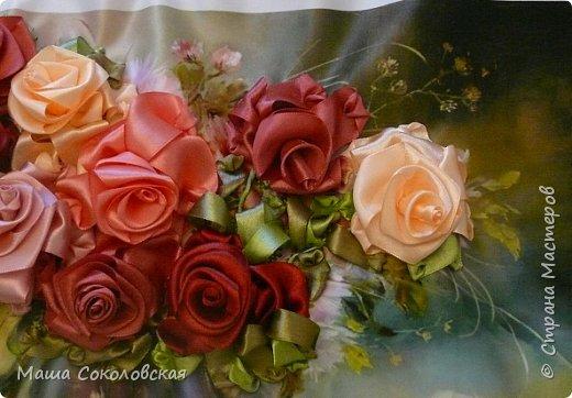"""Привет друзья! Сегодня я к Вам с новой моей вышивкой лентами """"Чаепитие с розами"""". Название придумала моя подруга, т.к. я никак не могла с этим справится))), если учесть, что в некотором прошлом вышивала уже розы на том же принте, вот ссылка, кому интересно https://stranamasterov.ru/node/951605 . Случайно нашла в магазине для творчества точно такой же принт, чему была несказанно рада, т.к. меня попросили сделать быстро кому-то в подарок. Размер картины без багета 37х49 см. Работа на заказ, оформление в раму будет производится без меня. Выполнена за 3 дня. Приятного просмотра! И еще хвастик от Нелечки! фото 5"""