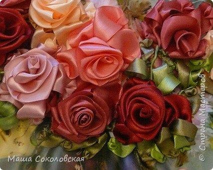 """Привет друзья! Сегодня я к Вам с новой моей вышивкой лентами """"Чаепитие с розами"""". Название придумала моя подруга, т.к. я никак не могла с этим справится))), если учесть, что в некотором прошлом вышивала уже розы на том же принте, вот ссылка, кому интересно https://stranamasterov.ru/node/951605 . Случайно нашла в магазине для творчества точно такой же принт, чему была несказанно рада, т.к. меня попросили сделать быстро кому-то в подарок. Размер картины без багета 37х49 см. Работа на заказ, оформление в раму будет производится без меня. Выполнена за 3 дня. Приятного просмотра! И еще хвастик от Нелечки! фото 6"""