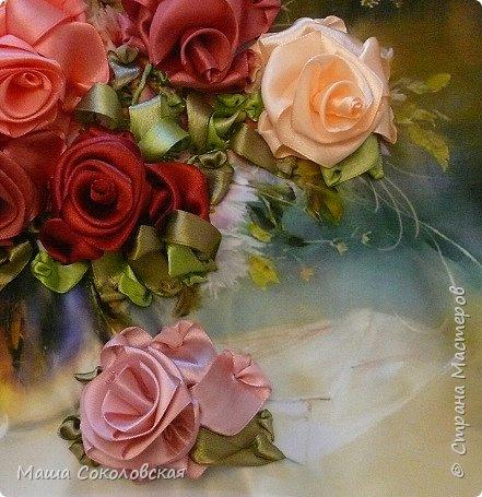 """Привет друзья! Сегодня я к Вам с новой моей вышивкой лентами """"Чаепитие с розами"""". Название придумала моя подруга, т.к. я никак не могла с этим справится))), если учесть, что в некотором прошлом вышивала уже розы на том же принте, вот ссылка, кому интересно https://stranamasterov.ru/node/951605 . Случайно нашла в магазине для творчества точно такой же принт, чему была несказанно рада, т.к. меня попросили сделать быстро кому-то в подарок. Размер картины без багета 37х49 см. Работа на заказ, оформление в раму будет производится без меня. Выполнена за 3 дня. Приятного просмотра! И еще хвастик от Нелечки! фото 8"""
