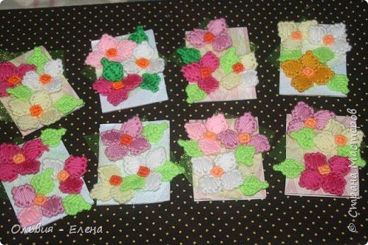Всем добрый день, мы сегодня с очередной серией карточек атс техника вышивка на пластиковой канве, пересматривала свои работы и на эти карточки меня натолкнули работы которые я уже выставляла https://stranamasterov.ru/node/1004858 https://stranamasterov.ru/node/946699 вот так и родились эти карточки, название простое цветы я как всегда за многими не успеваю, поэтому раздаю долги Маше. Нели, Полине, Насте и Викулете фото 1