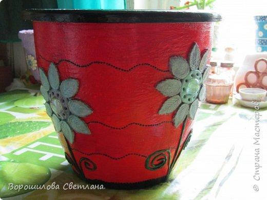Понадобится:цветочный горшок(пластиковый!),соленое тесто,ПВА,стеки,простой карандаш,ластик,гуашь,лак. фото 8