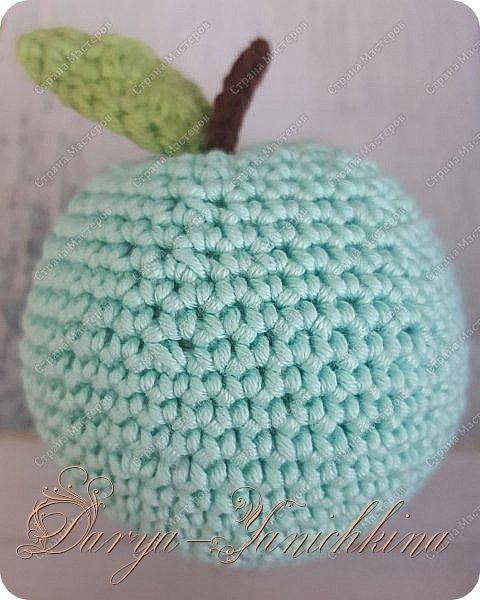 Яблоки и груша. фото 2