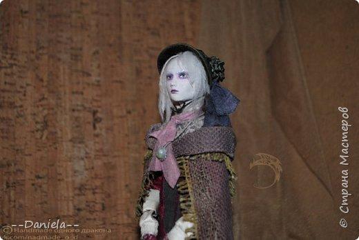 Взялась переделывать лица старым куклам, дошло дело и до моей собственно Куклы...  Кукла - потому что она по игре Bloodborne  именно Кукла) Doll, короче.  Ее первоначальный вариант - https://stranamasterov.ru/node/1089737 фото 19