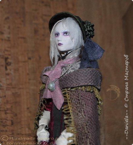 Взялась переделывать лица старым куклам, дошло дело и до моей собственно Куклы...  Кукла - потому что она по игре Bloodborne  именно Кукла) Doll, короче.  Ее первоначальный вариант - https://stranamasterov.ru/node/1089737 фото 1