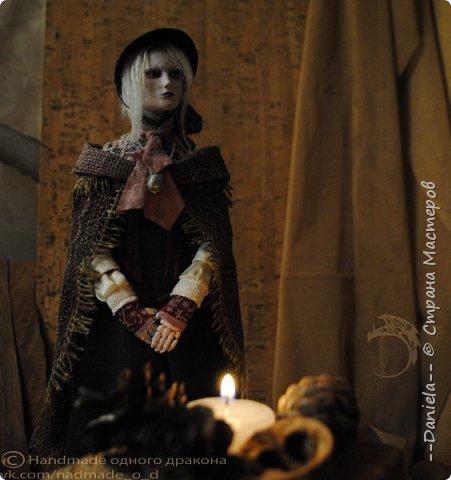 Взялась переделывать лица старым куклам, дошло дело и до моей собственно Куклы...  Кукла - потому что она по игре Bloodborne  именно Кукла) Doll, короче.  Ее первоначальный вариант - https://stranamasterov.ru/node/1089737 фото 6