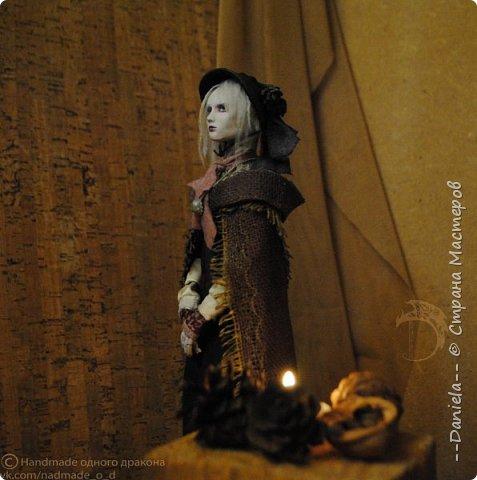 Взялась переделывать лица старым куклам, дошло дело и до моей собственно Куклы...  Кукла - потому что она по игре Bloodborne  именно Кукла) Doll, короче.  Ее первоначальный вариант - https://stranamasterov.ru/node/1089737 фото 9