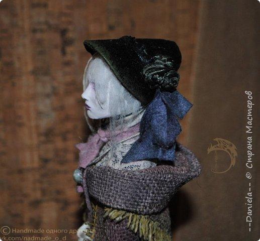Взялась переделывать лица старым куклам, дошло дело и до моей собственно Куклы...  Кукла - потому что она по игре Bloodborne  именно Кукла) Doll, короче.  Ее первоначальный вариант - https://stranamasterov.ru/node/1089737 фото 10