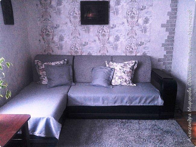 Добрый день СМ! Решила показать вам свою римскую штору, прелесть в том что затраты на нее получились смешными. Затеяла я в комнате сына ремонт, ну а так как он приезжает теперь только в отпуск, то комнату сделала под себя - рукоделием там занимаюсь. Увидела такую ткань и сначала сшила подушки на диван, уж очень рисунок к обоям подходит, ну а потом и штора надумалась и остаток ткани меня в магазине дождался. фото 5