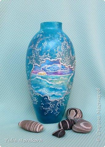 Теперь у меня есть свой личный кусочек моря! Высота вазочки около 17 см. Расписывала витражными красками Декола на водной основе, акрилом и контурами.  фото 1