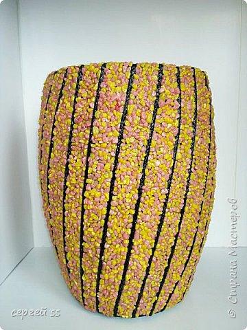 Попытка использовать готовую вазу. Самую дешевую плассмасовую вазу , почти прямой формы.   фото 1