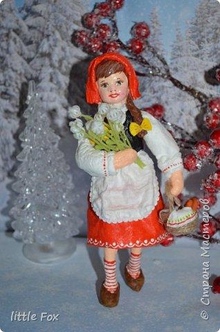 Красная шапочка - девочка из всем известной сказки. Главное её качество - это отсутствие страха, доверчивость, наивность.  Выполнена из ваты и клейстера.В последнее время мне почему то полюбился клейстер из крахмала... фото 1