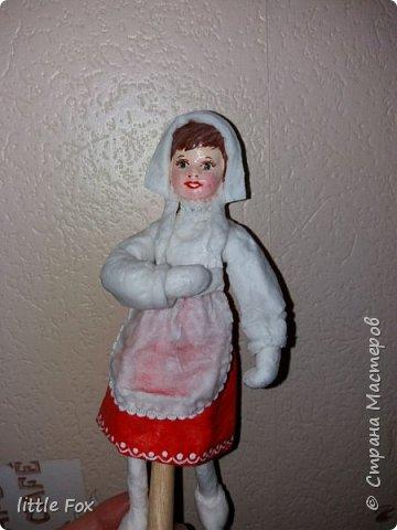 Красная шапочка - девочка из всем известной сказки. Главное её качество - это отсутствие страха, доверчивость, наивность.  Выполнена из ваты и клейстера.В последнее время мне почему то полюбился клейстер из крахмала... фото 2