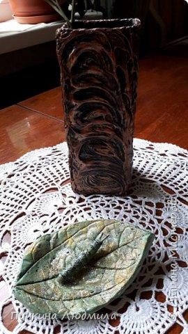 Решила сделать отливку из гипса своего любимого цветка - Клеродендрума Томпсона, покрасила, немного присыпала блестками........ посадила на него гусеницу..... фото 3