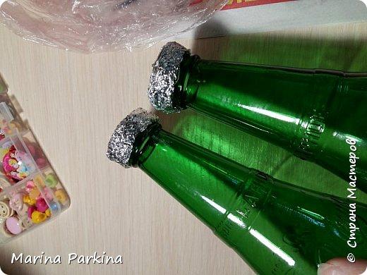 Решила сделать небольшой МК по декору бутылочек. Не делаю МК.. не люблю. Во-первых, фотограф из меня никакой.. А во-вторых, не люблю отвлекаться от процесса. Надо фотографировать каждый шаг, а мне это мешает. А порой я так увлекаюсь, что и сфотографировать забываю))) Итак... должны получиться вот такие бутылочки под старину. фото 3