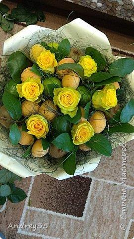 Вот и наконец-то дошли руки до фруктового букета, насмотрелись и не удержались, он сделан с глубокой душой для любимой тёти, в букете абрикосы,киви,лаймы и розы))))  фото 12