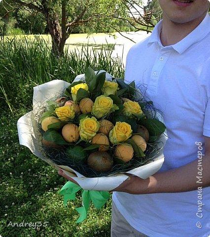 Вот и наконец-то дошли руки до фруктового букета, насмотрелись и не удержались, он сделан с глубокой душой для любимой тёти, в букете абрикосы,киви,лаймы и розы))))  фото 13