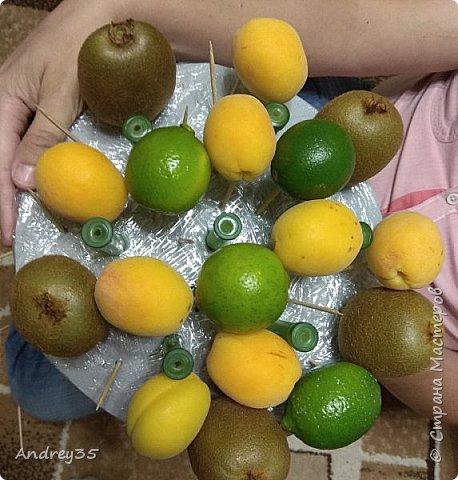 Вот и наконец-то дошли руки до фруктового букета, насмотрелись и не удержались, он сделан с глубокой душой для любимой тёти, в букете абрикосы,киви,лаймы и розы))))  фото 8