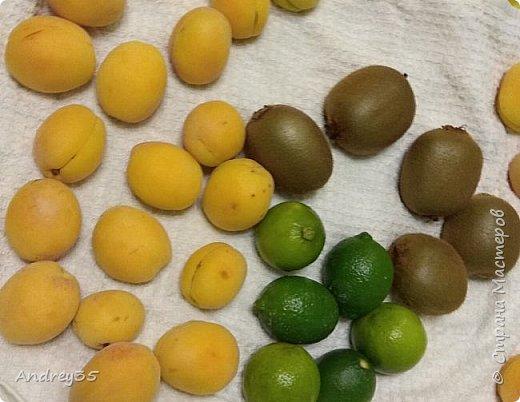 Вот и наконец-то дошли руки до фруктового букета, насмотрелись и не удержались, он сделан с глубокой душой для любимой тёти, в букете абрикосы,киви,лаймы и розы))))  фото 3
