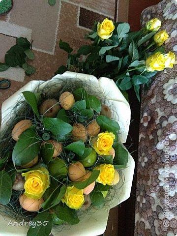 Вот и наконец-то дошли руки до фруктового букета, насмотрелись и не удержались, он сделан с глубокой душой для любимой тёти, в букете абрикосы,киви,лаймы и розы))))  фото 11