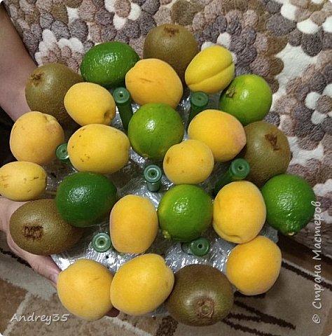 Вот и наконец-то дошли руки до фруктового букета, насмотрелись и не удержались, он сделан с глубокой душой для любимой тёти, в букете абрикосы,киви,лаймы и розы))))  фото 9