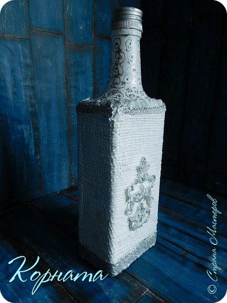 Доброго времени суток, дорогие друзья! Я снова с декором бутылочек. Использовала тюлевую сетку, кружево, пластику, ткань и контуры. фото 5