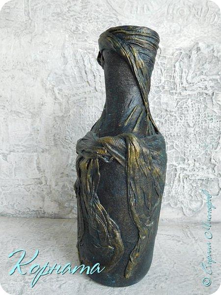 Доброго времени суток, дорогие друзья! Я снова с декором бутылочек. Использовала тюлевую сетку, кружево, пластику, ткань и контуры. фото 14