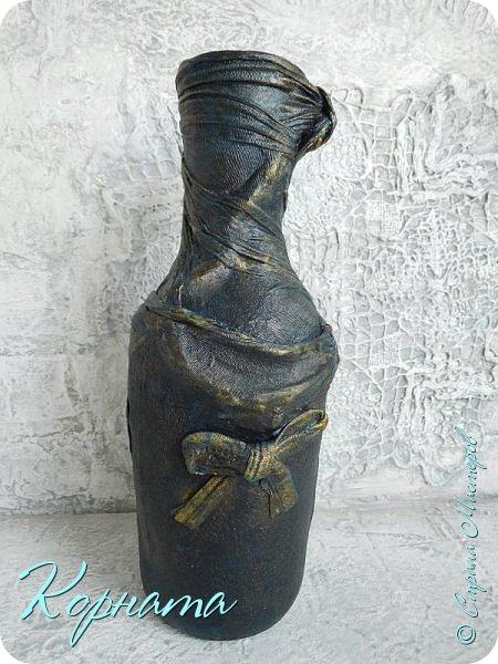 Доброго времени суток, дорогие друзья! Я снова с декором бутылочек. Использовала тюлевую сетку, кружево, пластику, ткань и контуры. фото 18