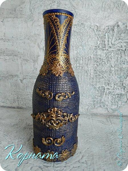 Доброго времени суток, дорогие друзья! Я снова с декором бутылочек. Использовала тюлевую сетку, кружево, пластику, ткань и контуры. фото 8