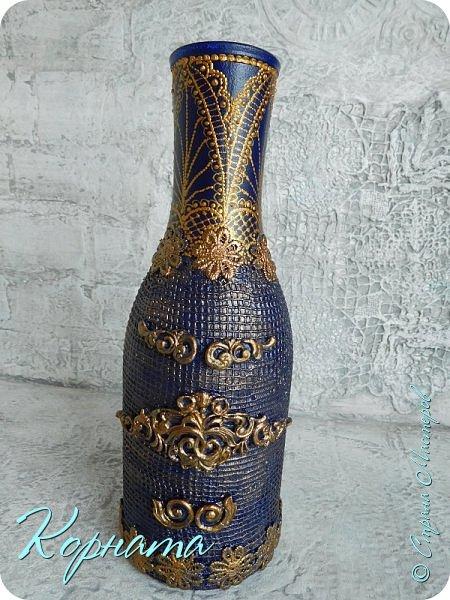Доброго времени суток, дорогие друзья! Я снова с декором бутылочек. Использовала тюлевую сетку, кружево, пластику, ткань и контуры. фото 13
