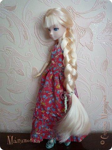 """Приветствую! Вот и добралась я наконец до кукол! Но из-за весьма неприятного происшествия... Моя младшая сестренка просто взяла мою куклу """"посмотреть"""". В итоге, лицо запачкано непоправимо. То есть все, капут кукле. Но нет, я вспомнила, что у нас в магазинчике для шитья когда-то продавались кукольные лица. И, о чудо! Они там еще были))) И, скажу честно, мне кажется, что это лицо подходит под параметры тела гораздо больше, чем прошлое, хотя оно мне и нравилось.   Соответственно, изменив лицо, хотя и оставив тело, я больше не могла называть ее прошлым именем, так как теперь это совсем другая девушка. Но новое имя я ей пока не придумала))) У меня был выбор цвета волос, но я взяла светлые, так как сейчас очень тесно связана с эльфийскими историями, и предполагалось, что впоследствии я сошью ей эльфийскую одежду (насколько это достоверно, сама сказать не могу). Так что и имя я ей дам на эльфийский манер, но пока что в раздумьях, хочется одновременно и красивое, и легкое, и приятное.  фото 4"""