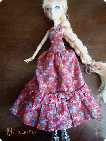 """Приветствую! Вот и добралась я наконец до кукол! Но из-за весьма неприятного происшествия... Моя младшая сестренка просто взяла мою куклу """"посмотреть"""". В итоге, лицо запачкано непоправимо. То есть все, капут кукле. Но нет, я вспомнила, что у нас в магазинчике для шитья когда-то продавались кукольные лица. И, о чудо! Они там еще были))) И, скажу честно, мне кажется, что это лицо подходит под параметры тела гораздо больше, чем прошлое, хотя оно мне и нравилось.   Соответственно, изменив лицо, хотя и оставив тело, я больше не могла называть ее прошлым именем, так как теперь это совсем другая девушка. Но новое имя я ей пока не придумала))) У меня был выбор цвета волос, но я взяла светлые, так как сейчас очень тесно связана с эльфийскими историями, и предполагалось, что впоследствии я сошью ей эльфийскую одежду (насколько это достоверно, сама сказать не могу). Так что и имя я ей дам на эльфийский манер, но пока что в раздумьях, хочется одновременно и красивое, и легкое, и приятное.  фото 5"""