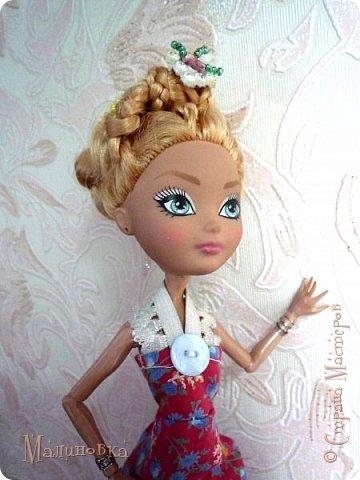 """Приветствую! Вот и добралась я наконец до кукол! Но из-за весьма неприятного происшествия... Моя младшая сестренка просто взяла мою куклу """"посмотреть"""". В итоге, лицо запачкано непоправимо. То есть все, капут кукле. Но нет, я вспомнила, что у нас в магазинчике для шитья когда-то продавались кукольные лица. И, о чудо! Они там еще были))) И, скажу честно, мне кажется, что это лицо подходит под параметры тела гораздо больше, чем прошлое, хотя оно мне и нравилось.   Соответственно, изменив лицо, хотя и оставив тело, я больше не могла называть ее прошлым именем, так как теперь это совсем другая девушка. Но новое имя я ей пока не придумала))) У меня был выбор цвета волос, но я взяла светлые, так как сейчас очень тесно связана с эльфийскими историями, и предполагалось, что впоследствии я сошью ей эльфийскую одежду (насколько это достоверно, сама сказать не могу). Так что и имя я ей дам на эльфийский манер, но пока что в раздумьях, хочется одновременно и красивое, и легкое, и приятное.  фото 7"""