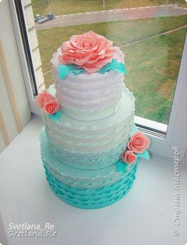 Свадебный торт (муляж)  Был сделан для свадьбы, чтобы шокировать гостей эффектным падением )) По словам молодых, розыгрыш удался)) Сделан из фоамирана. Высота около 50 см, разборный Розочки делала так, чтобы напоминали марцепановые)) Думаю, у меня получилось...  фото 1