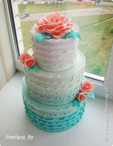 Свадебный торт (муляж)  Был сделан для свадьбы, чтобы шокировать гостей эффектным падением )) По словам молодых, розыгрыш удался)) Сделан из фоамирана. Высота около 50 см, разборный Розочки делала так, чтобы напоминали марцепановые)) Думаю, у меня получилось...  фото 3