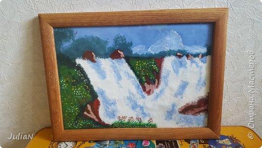 Попробовала нарисовать водопад гуашью. Получилась картина,еще не успела повесить. фото 2