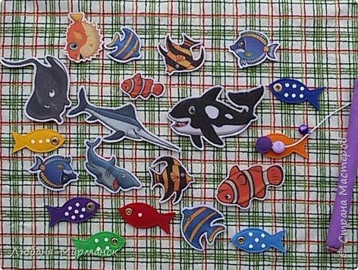 Обложка. Глаз рыбки под сеткой можно двигать пальчиком. Буквы обшиты гладким бисером.Морской конек и медузка на резинке, перетяжка. фото 12