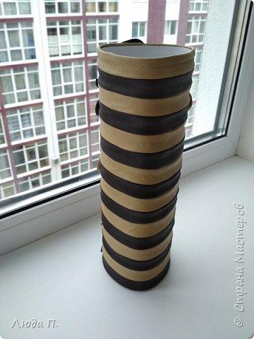 Всем добрый день! В основе вазы - тубус от виски, декор- натуральная кожа. фото 4