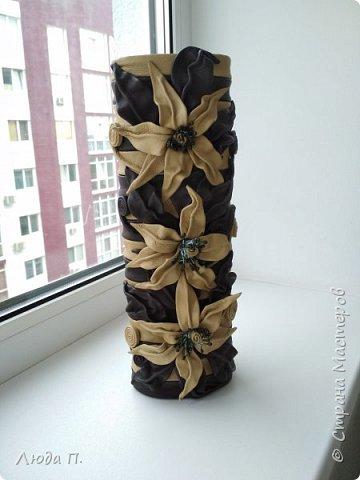 Всем добрый день! В основе вазы - тубус от виски, декор- натуральная кожа. фото 5