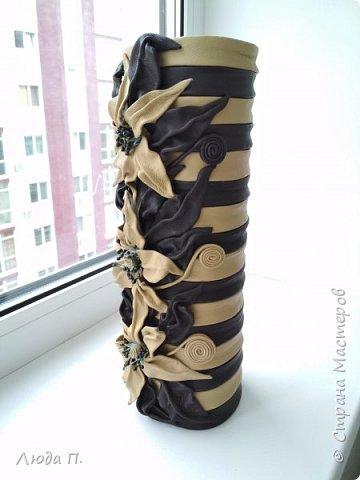 Всем добрый день! В основе вазы - тубус от виски, декор- натуральная кожа. фото 2