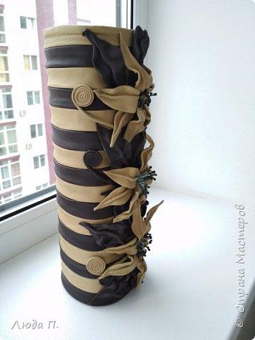 Всем добрый день! В основе вазы - тубус от виски, декор- натуральная кожа. фото 3