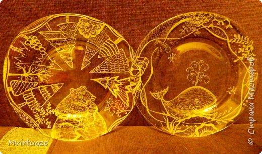 Я дорвалась! Благодаря мастерам и мастерицам Страны Мастеров я загорелась идеей рисования на стекле, купила гравер и наваяла всего столько, сто смотреть утомительно.. Кто досмотрит до конца мои, не всегда успешные попытки сфотографировать стекло - МОЛОДЕЦ! фото 3