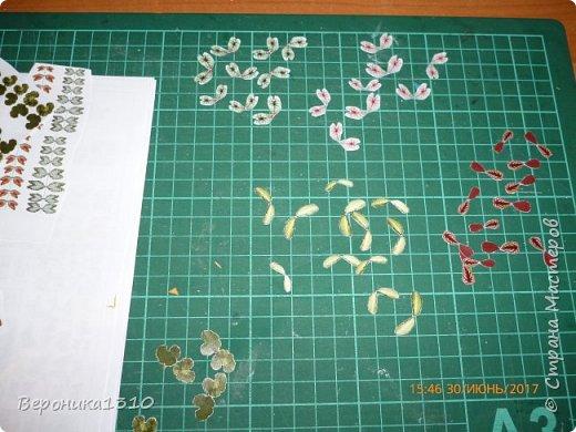 Всем привет. Моя миниатюра - цветочный магазин. И как обычно пояснения, как я это делаю. Итак нам понадобится: - основа румбокса ( у меня картонная коробка) - бумага, краски акриловые,  картон - деревянные палочки, палочки от мороженного - подвески, бусины, штифты, фурнитра для бижутерии - распечатки листьев, открыток, коробок и т.д. - клей столярный ПВА супер, клей момент кристалл, суперклей, клей  Титан - всякая всячина ( пуговицы, нитки и т.д.) -  фото 13