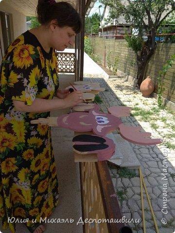 Наши новые соседи очень любопытны ))) Это украшение для двора и сада выпилил Михаэль, а я расскрасила фото 3