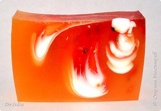 Специально рисунок на свирлах никогда не делаю, тем интереснее разглядывать мыло на разрезе... фото 12