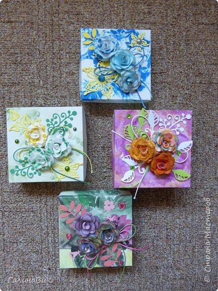 Всем добрый вечер! Предлагаю посмотреть коробочки для сладостей и самодельные цветы. Ниже привожу мини-МК таких цветов. фото 1