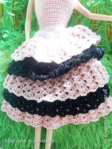 Вязаное платье с рюшами для куколки, два цвета фото 4