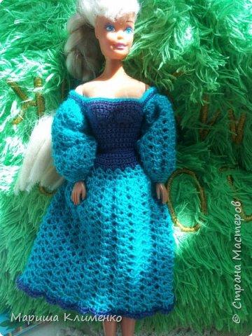 Вязаное платье с пышным руковом для барби фото 1