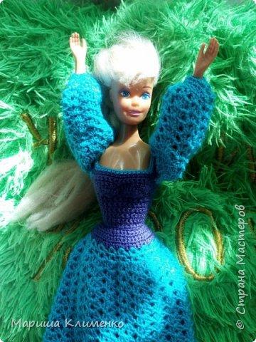 Вязаное платье с пышным руковом для барби фото 4