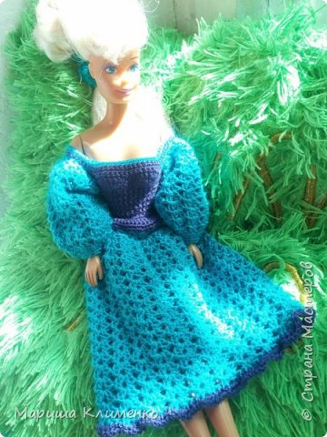 Вязаное платье с пышным руковом для барби фото 6
